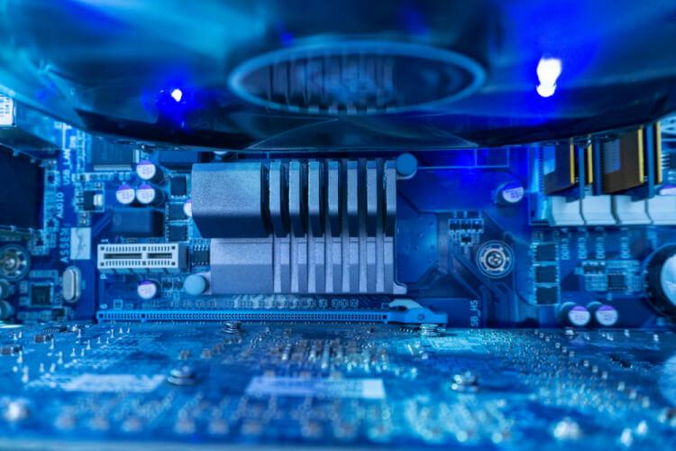 ハイパフォーマンスコンピューティング(HPC)とは?重要性やメリットを解説