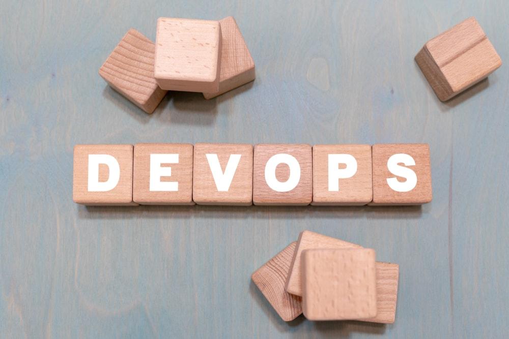 DevOpsのメリットとは?ウォーターフォールとの違いについて